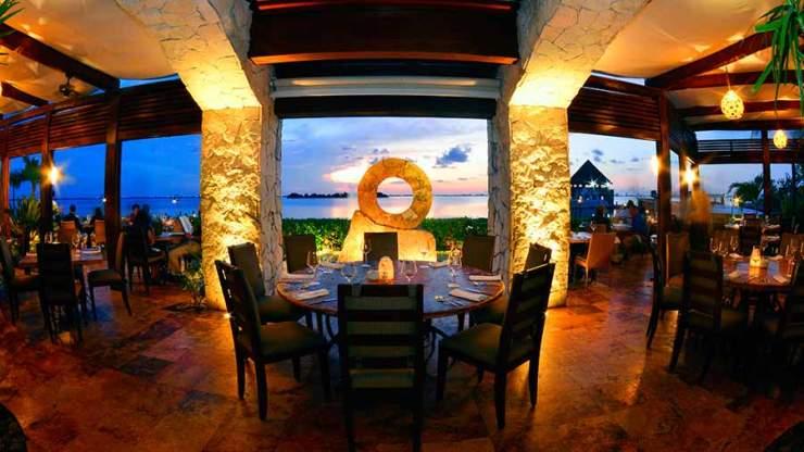 harrys-steakhouse-restaurant-in-cancun-hotel-zone